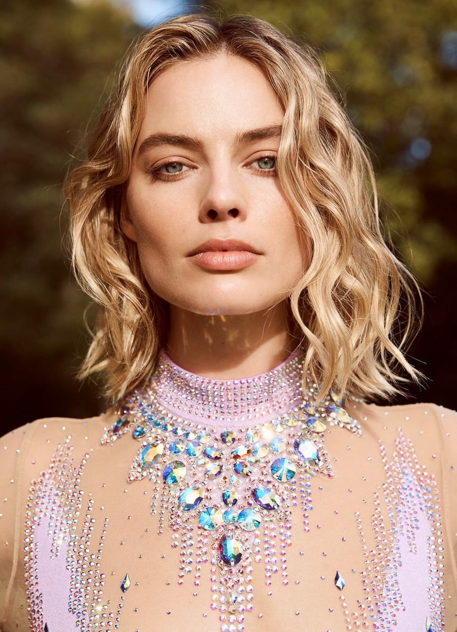 490178cab0337 Steal This Style: Margot Robbie's Pear Shaped Diamond Engagement ...