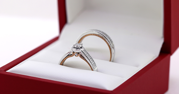 Matching wedding ring by my trio rings in the Little Red Box (02)