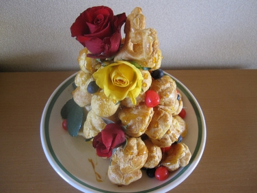 food-wedding-traditions-croquembouche