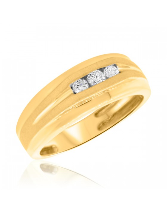 1/4 CT. T.W. Diamond Mens Wedding Band 10K Yellow Gold