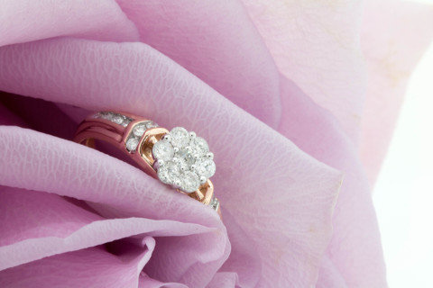 Ring on rose Bexley Collection